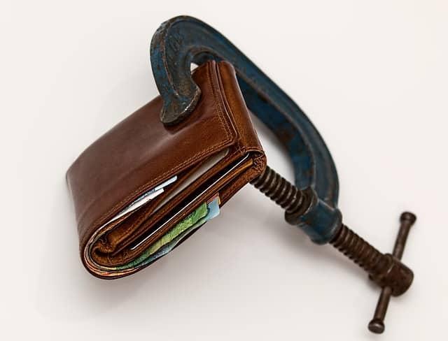 Nečekané výdaje mohou zatemnit žadatelům o půjčku mozek. Nejdříve je potřeba přemýšlet a následně až konat.